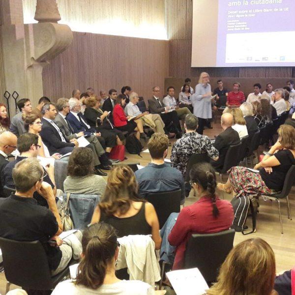 Els assistents del debat van omplir la sala del Recinte Modernista de l'Hospital de Sant Pau
