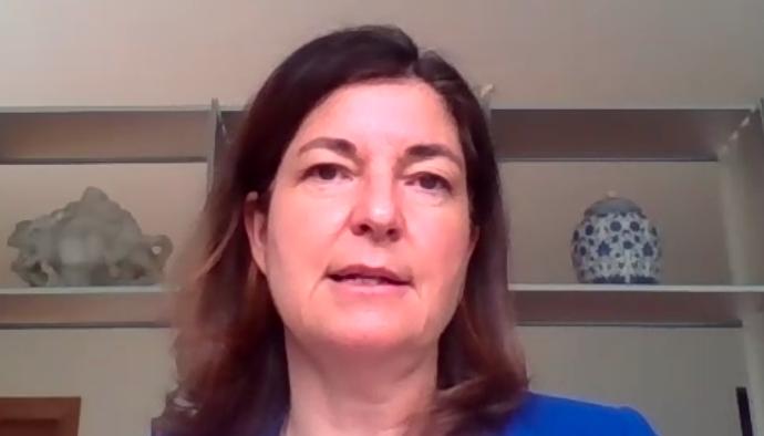"""Cafè Europa: """"L'estratègia europea en matèria de vacunes"""", amb Roser Domènech"""