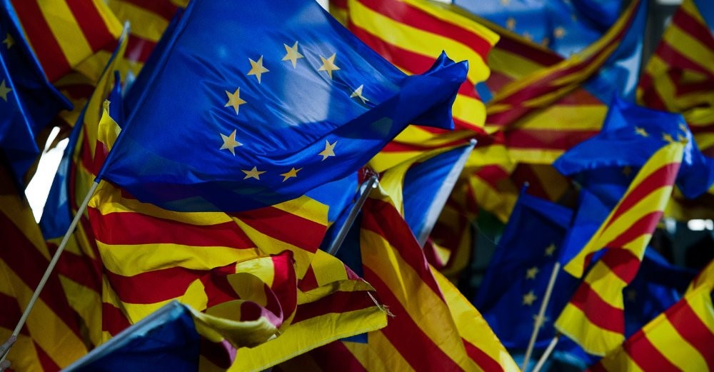 We urge citizens and civil organisations to bring European flags to the 11 September demonstration